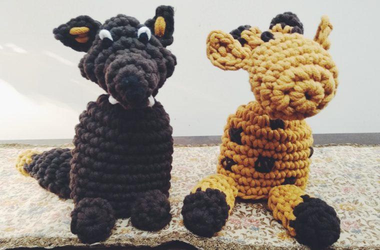 Żyrafa i szakal